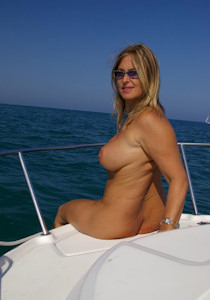 1_nude_on_a_boat_02