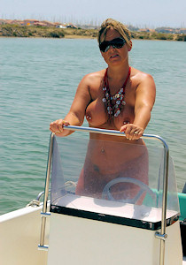 1_nude_on_a_boat_04