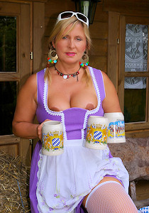 1_nudist_octoberfest_03