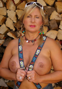 1_nudist_octoberfest_04