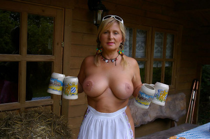 1_nudist_octoberfest_420