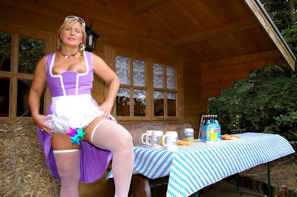 1_nudist_octoberfest_420_1