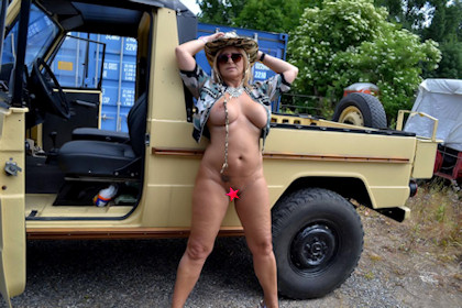 naked_jeep-safari_01