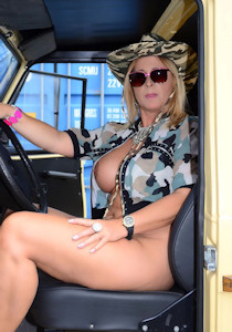 naked_jeep-safari_03