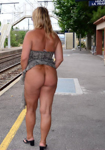 nude_on_railway-station_02