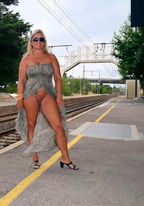 nude_on_railway-station_04