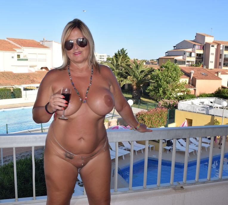 Nude in the worlds´ biggest nudist-resort