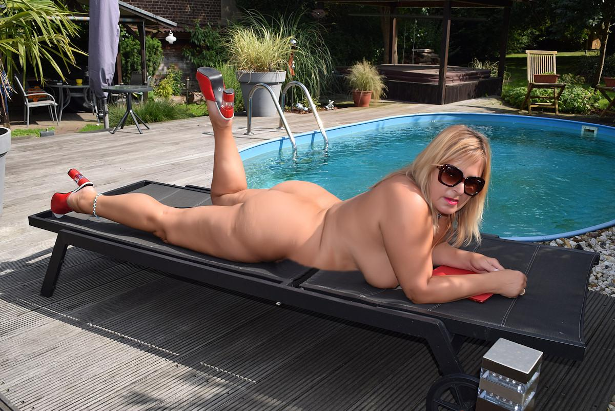 nude at my pool